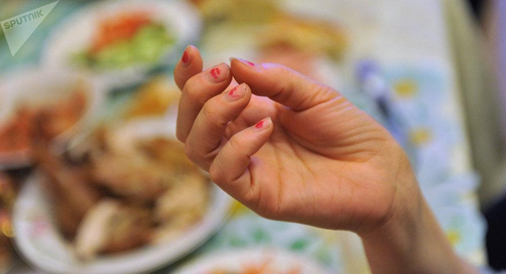 Женская рука. Архивное фото