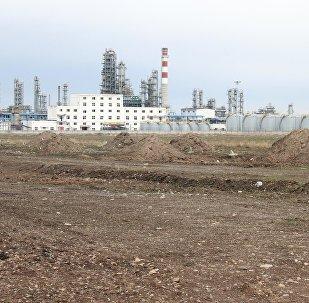 Чүй облусунун Кара-Балта шаарындагы Чайна Петроль Компани Жунда мунай иштетүүчү заводу. Архив