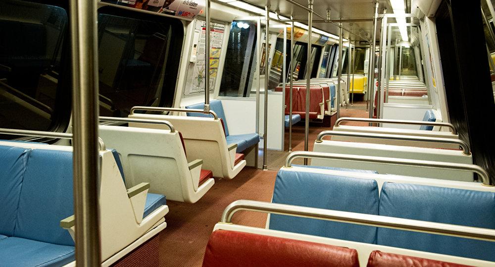 Пустой вагон метро. Архивное фото
