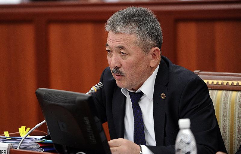 Министр финансов КР Адылбек Касымалиев принимает участие в расширенном заседании Комитета по бюджету и финансам Жогорку Кенеша.