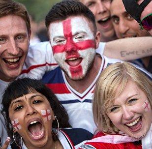 Болельщики во время просмотра трансляции матча группового этапа чемпионата Европы по футболу - 2016 между сборными командами Англии и России в Париже. Архивное фото