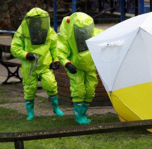 Эксперты на месте нападения на Сергея Скрипаля и его дочь Юлию в центре Солсбери. Британия, 8 марта 2018 года