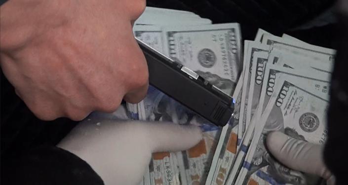 Беш миң доллар пара талап кылган финполчунун кармалышы. Видео
