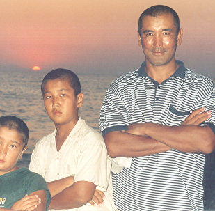 Экс-президент НОК КР, экс-депутат Жогорку Кенеша Баяман Эркинбаев с сыновьями