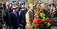 Премьер-министр Сапар Исаков Аксы окуясынын курмандыктарын эскерүү иш-чарасына катышуу үчүн Боспиек айылына баргандыгын өкмөттүн маалымат кызматынан билдиришти