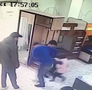 Драка в Оше: нападавший позволил дочке справить нужду в магазине? — видео