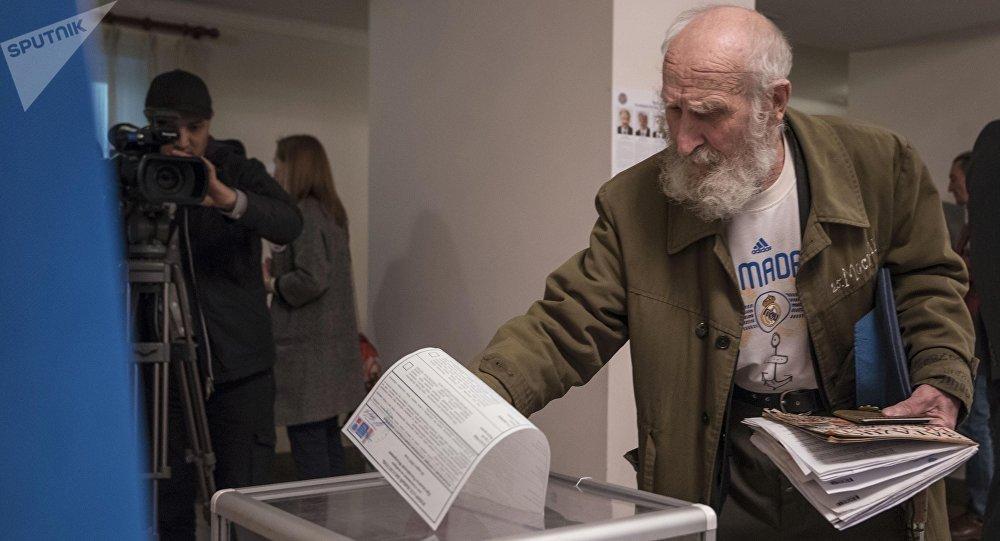Выборы президента России в Бишкеке. Архивное фото