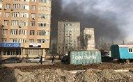 В микрорайоне Тунгуч-2 начался пожар в строящемся здании