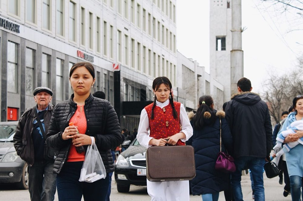 Фото начинающего фотографа Айданы Иманкуловой для конкурса искусств Жизнь в Бишкеке
