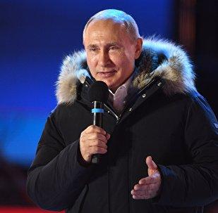 Президент РФ В. Путин посетил митинг-концерт в Москве, посвященный годовщине воссоединения Крыма с Россией