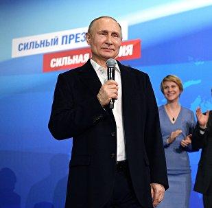 18 марта 2018. Кандидат в президенты РФ, действующий президент РФ Владимир Путин во время посещения своего предвыборного штаба.