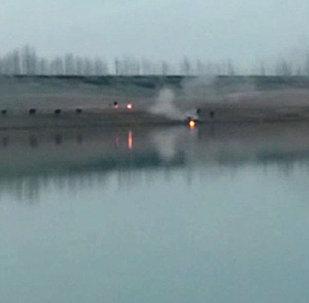Как утопили горевшее авто — видео спасения машины в Джалал-Абаде