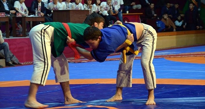 Международный турнир Гран-При по борьбе алыш среди взрослых в Бишкеке
