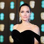 На втором месте — Анджелина Джоли, она заработала 28 миллионов долларов, в том числе благодаря картине Малефисента 2