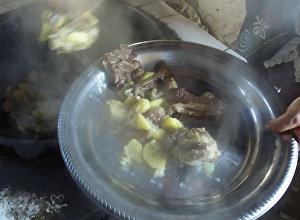 Как из мяса козлов после кок-бору делают куурдак — аппетитное видео