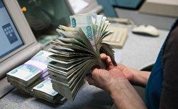Пачка банкнот номиналом 1000 рублей. Архивное фото