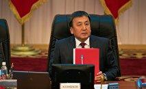 Архивное фото депутата ЖК Асылбека Жээнбекова