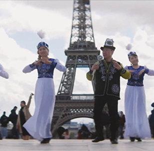 Парижди тамшанткан Жалын бий. Эйфель мунарасындагы кыргыз жаштарынын видеосу