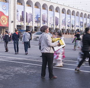 Продавщица банана на площади Ала-Тоо в центре Бишкека. Архивное фото