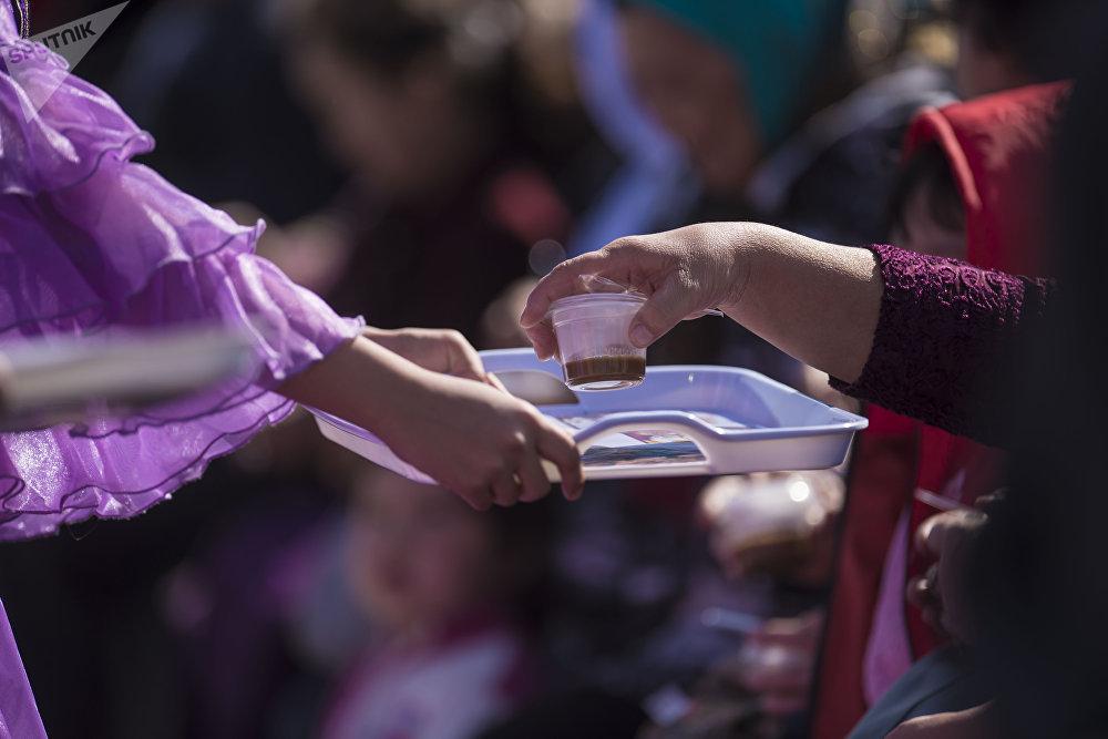 По случаю Нооруза в столице приготовили специальное праздничное блюдо — сумолок