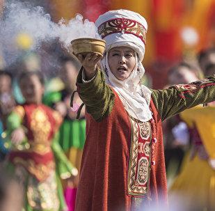 Праздничный концерт в честь Нооруза на площади Ала-Тоо в Бишкеке