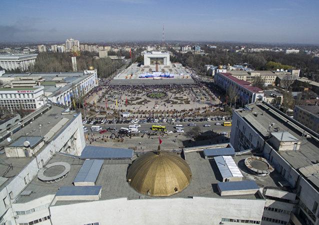 Праздничный концерт в честь Нооруза на площади Ала-Тоо с высоты птичьего полета