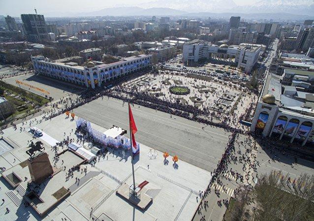 Ежегодная благотворительная дипломатическая ярмарка Нооруз 2018 с высоты в Бишкеке