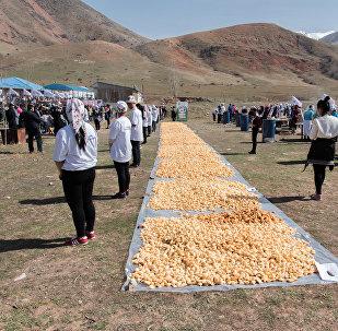 В честь праздника Нооруз в Бишкеке были приготовлены 800 килограммов боороков