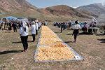 Бүгүн Бишкекте 800 килограмм боорсок жасалып, улуттук рекорд коюлду