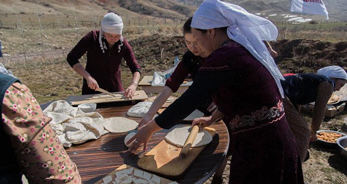 Боорсоктун камырын Бишкектеги муниципалдык нан бышыруу жайы жууруп, ачытып берди