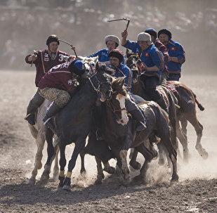 Кыргызская национальная игра кок-бору. Архивное фото