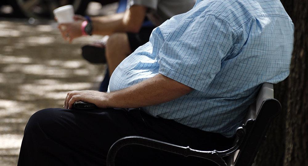 Мужчина с избыточным весом. Архивное фото
