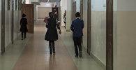 Ученики в коридоре школы. Архивное фото