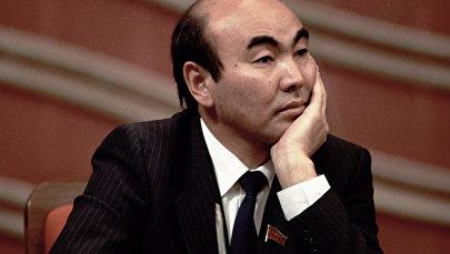 Архивное фото первого президента КР Аскара Акаева. Архивное фото