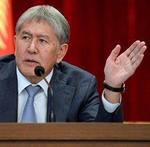Экс президент Алмазбек Атамбаевдин архивдик сүрөтү