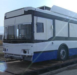 Бишкекке келген 122 миң евролук жаңы троллейбустар. Видео