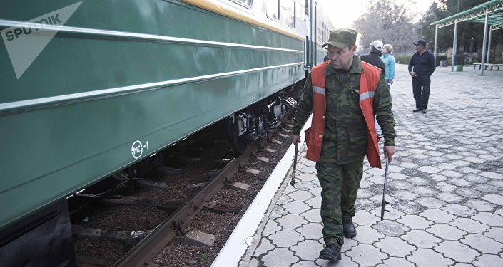 Поезд Бишкектеги станцияда 40 мүнөткө токтоп андан ары Балыкчыга жөнөп кетти