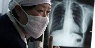 Врач больницы, которая специализируется на лечении туберкулеза. Архивное фото