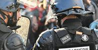 Франциянын полиция кызматкери. Архив