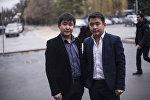 Близнецы Асан (справа) и Усон Жумабековы во время интервью Sputnik Кыргызстан