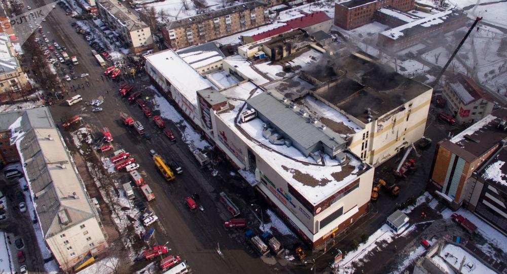 Здание торгового центра Зимняя вишня в Кемерово, где произошел пожар
