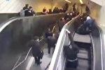 В Стамбуле неисправный эскалатор зажал мужчину — шокирующее видео