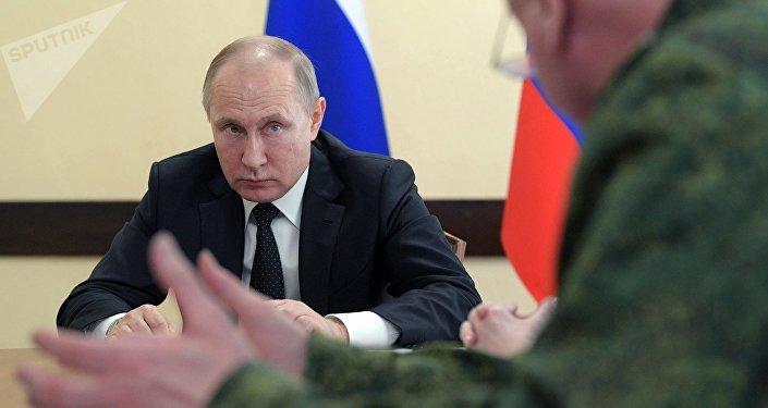 Президент РФ Владимир Путин во время совещания, посвященного ликвидации последствий пожара в ТЦ Зимняя вишня в Кемерово.