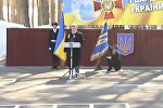 Солдат упал во время выступления Порошенко — видео