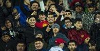 Кыргызстандын футбол боюнча курама команданын күйөрмандары. Архивдик сүрөт