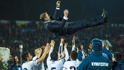 Архивное фото главного тренера сборной КР по футболу Александра Крестинина