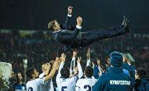 Сборная Кыргызстана по футболу празднует победу над командой Индии. Архивное фото