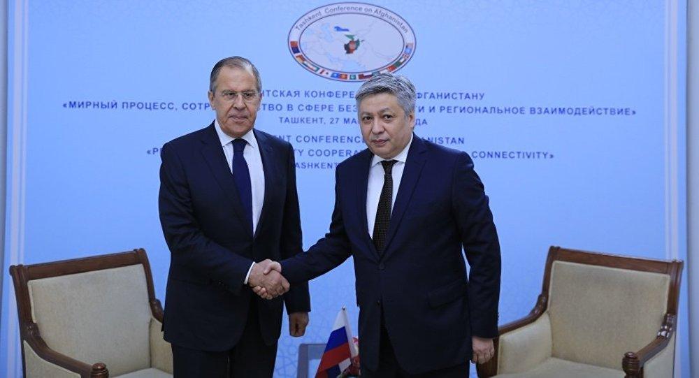 Министр иностранных дел КР Эрлан Абдылдаев встретился с главой МИД России Сергеем Лавровым, чтобы обсудить вопросы сотрудничества двух стран