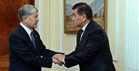 Кыргызстандын учурдагы президенти Сооронбай Жээнбеков жана мурдагы президенти Алмазбек Атамбаев. Архив