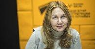 Депутат Бишкекского городского кенеша Наталья Кулматова во время интервью на радиостудии Sputnik Кыргызстан